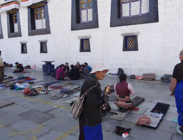 Tibet -- prières à Lhassa